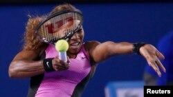 Petenis puteri AS, Serena Williams tidak terpengaruh oleh panas terik di Australia Terbuka dan melenggang ke babak ketiga, Rabu (15/1).
