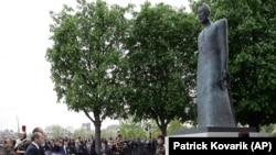 Paris'teki Komitas anıtı (arşiv). Anıt 1915'te İstanbul'da yaklaşık 200 Ermeni aydınla birlikte sürgüne gönderilen Ermeni din adamı ve besteci Gomidas Vartabed'e adandı.