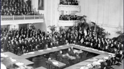 Allies around the conference table in Paris in 1919