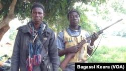 Des Anti-Balaka, a Gbaguili, village situé a quelque 340 km de Bangui, en République Centrafricaine, 1er avril 2014, Photo Bagassi Koura, VOA French.