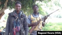 Des combattants Anti-Balaka près def Bangui, 1er avril 2014. Photo Bagassi Koura.