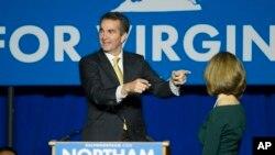 在維吉尼亞,民主黨人拉夫·諾索姆獲選州長