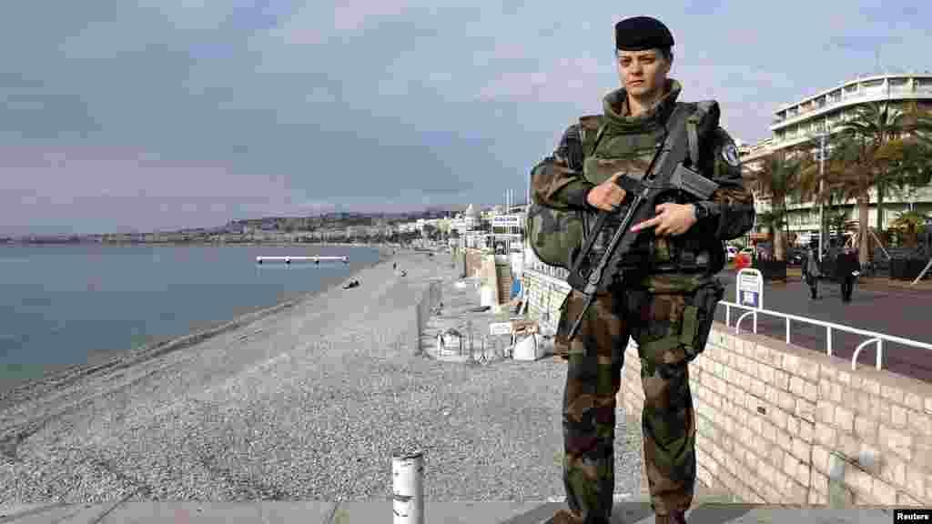 Merylee, 26 ans, une militaire française, à Nice, en France, le 23 février 2017.