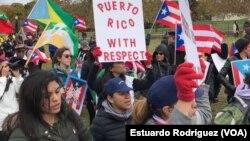 Cientos de personas manifestaron frente al capitolio para exigir medidas a favor de la isla. [FOTO: Estuardo Rodríguez]