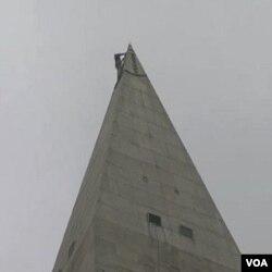 Nesvakidašnji prizor na samom vrhu spomenika visokog 169 metara