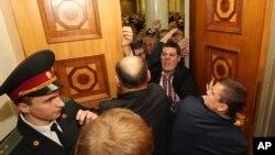Ukraine Parliament Opens Amid Protests