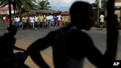 Demonstrators opposed to President Pierre Nkurunziza's bid for a third term in office, march in the Nyakabiga neighborhood of Bujumbura, Burundi, May 16, 2015.