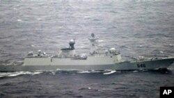 Salah satu kapal AL Tiongkok yang mendekati sebuah pulau di Jepang timur Selasa pagi (16/10).