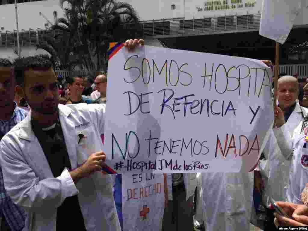 """Médicos y personal del sector salud señalan """"no tener nada"""" en los hospitales."""