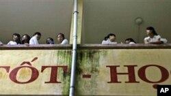 Các thí sinh tham dự một kỳ thi tuyển đại học ở Hà Nội. Hình mình họa.