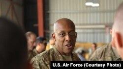 Letnan Jenderal Angkatan Udara Amerika Charles Brown Charles Brown (Foto: dok).