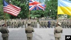 Солдаты войск блока НАТО на церемонии начала учений «Анаконда 16». Варшава, Польша. 6 июня 2016 г.