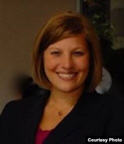 克莱恩夫妇的律师安娜·哈蒙(Anna Harmon)