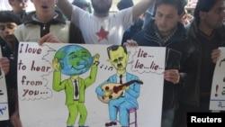 Warga Kanfrabel, dekat Idlib, berunjuk rasa menentang presiden Bashar al-Assad (Foto: dok). Rencana PBB untuk perdamaian di Suriah terancam gagal karena adanya tuntutan baru dari pemerintahan presiden Bashar Al-Assad.