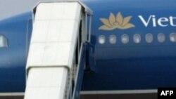 Phi trường Buôn Ma Thuột bị phạt vì một người say ngủ trong động cơ máy bay