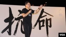 """戴耀廷在8/31占中""""公民发声""""抗命集会上 (美国之音图片/海彦拍摄)"""