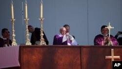 天主教教宗方济各在埃卡特佩克市的一个户外场地举行弥撒(2016年2月14日)