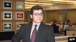 آرش سیگارچی و دریافت جایزه بهترین وبلاگ سال دویچه وله