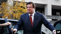 Paul Manafort, ex jefe de campaña de Donald Trump, llega a una corte federal en Washington. Nov. 6, 2017.