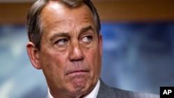 John Boehner dice que no quiere saber quién va a renunciar, sino quién va a ir a la cárcel por el escándalo.