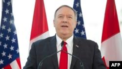 마이크 폼페오미국 국무장관이 22일 캐나다 오타와에서 열린 크리스티아 프리랜드 캐나다 외교장관과의 공동 기자회견에서, 한국 정부의 지소미아 종료 결정에 관해 언급했다.