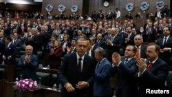 Turkiya bosh vaziri Rajab Toyib Erdog'an parlamentda, 8-aprel, 2014-yil