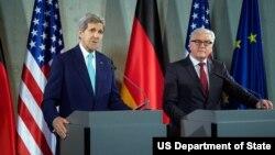 美國國務卿克里與德國外交部長施泰因邁爾﹐在柏林舉行新聞發佈會。