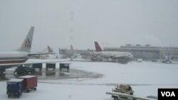 Cuaca buruk mempersulit perjalanan warga AS yang sedang merayakan hari libur Natal.