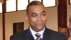 Olivier Kamitatu au micro de Top Congo FM, notre radio partenaire à Kinshasa