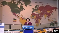 Urednica Fridom Hausa Karin Karlekar u Muzeju novinarstva govori povodom otkrivanja mape sa oznakama zemalja u kojima su mediji slobodni, delimično slobodni ili nisu slobodni, 02. maj 2011.