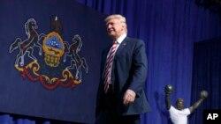 Le candidat républicain Donald Trump arrive à un meeting à Sun Center Studios, le 22 septembre 2016, à Aston, Pennsylvanie.