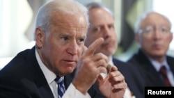 Phó Tổng thống Joe Biden phát biểu trong cuộc họp về bạo lực súng tại Tòa Bạch Ốc, Washington, 10/1/2012. (REUTERS/Kevin Lamarque)
