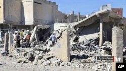 Las consecuencias de un ataque en Daraa, el sur de Siria, el 26 de junio de 2018. Foto facilitada por la red de prensa Nabaa Media afiliada con la oposición siria. (Nabaa Media, via AP)