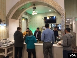 Sakina Halal Grill serves a hot luncheon buffet to paying as well as non-paying guests. (J.Taboh/VOA)