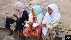 Para imigran Ethiopia di Bossaso, kota semi-otonomi wilayah Puntland menunggu diberangkatkan ke Yaman. Kota ini merupakan tempat pemberangkatan untuk melintasi teluk Aden menuju Yaman (Foto: dok). Sedikitnya 18 imigran Afrika Timur dikhawatirkan tewas saat sebuah kapal yang mengangkut 60 imigran karam di lepas pantai kota ini, Selasa (18/12).