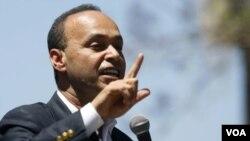 El congresista demócrata Luis Gutiérrez calificó de abusiva la legislación.
