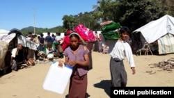 ရခိုင္စစ္ေရွာင္ဒုကၡသည္တခ်ိဳ႕။ (မွတ္တမ္းဓာတ္ပံု - International Committee of the Red Cross Myanmar)