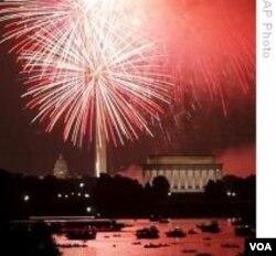 Pesta kembang api di Washington D.C merayakan hari kemerdekaan Amerika.