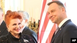 Georgette Mosbacher (L) shakes hand with Polish President Andrzej Duda after receiving her credentials as new United States ambassador to Poland, Warsaw, Sept. 6, 2018.