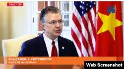 Đại sứ Mỹ tại Hà Nội Daniel Kritenbrink trả lời phỏng vấn VTC1. (Ảnh chụp màn hình VTC1 qua Facebook của Đại sứ quán Mỹ ở Việt Nam)