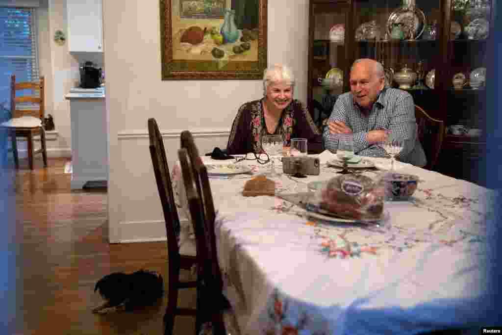 Miçiqanda Yanis və Uri Seqal Şükran bayramını ailələri ilə virtual olaraq qeyd edir.