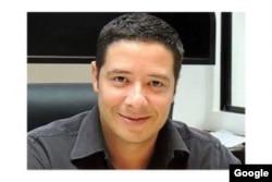 Walter Gavidia Flores, tiene 40 años y es abogado.