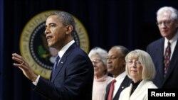 Tổng thống Barack Obama hôm thứ Tư nói ông hy vọng ông và Quốc hội có thể tiến tới một thỏa thuận để tránh Bờ vực Tài chính và giảm thâm hụt ngân sách trước Giáng sinh.