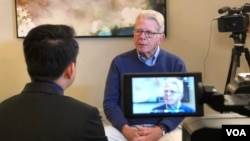 David Chandler sit in an interview with VOA Khmer when he attended the 2018 annual conference organized by Association for Asian Studies in Washington DC from March 22-25. (Soeung Sophat/VOA)