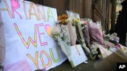 曼徹斯特體育場外有鮮花悼念恐襲死傷者