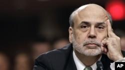 Como presidente de la Reserva Federal, Ben Bernanke, tiene la doble misión de combatir la inflación y propiciar el pleno empleo.