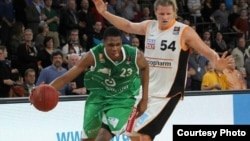 Zimbabwean Basketball star Vitalis Chikoko (left)