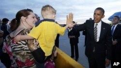 美國總統奧巴馬在科羅拉多州丹佛機場受到支持者歡迎