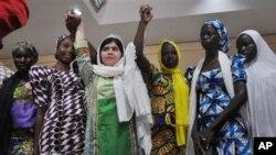 Mai fafutukar Ilimin mata ta kasar Pakistan Malala Yousafzai da 'yan matan Chibok