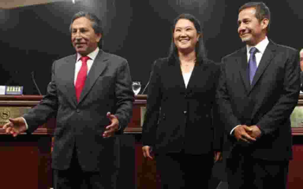 Tres de los candidatos presidenciales, Alejandro Toledo, Keiko Fujimori y Ollanta Humala, minutos antes de un debate presidencial.